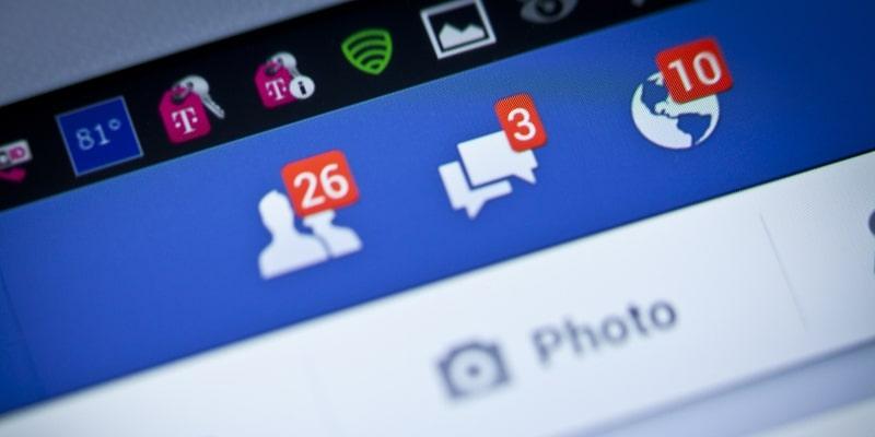 Почему эта социальная сеть называется Facebook?